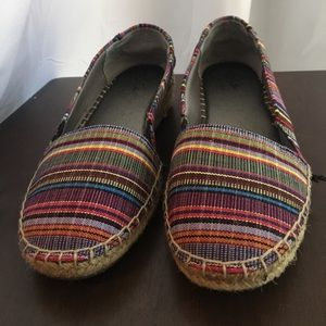 Woven colored flats